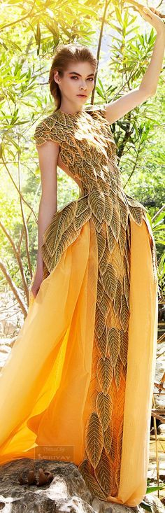 Designed as a dress primarily for fairies, this dress has two slits in the back for wings and a button system under some petals on the shoulders so slip the dress on and off without harming the wings. Not suitable for Air Elves.