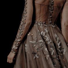 Discovered by emilia. Find images and videos about dress, aesthetic and dark on We Heart It - the app to get lost in what you love. Queen Aesthetic, Princess Aesthetic, Book Aesthetic, Character Aesthetic, Aesthetic Green, Journal Aesthetic, Flower Aesthetic, Aesthetic Grunge, Holly Black