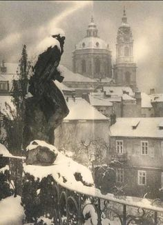 Josef Sudek March Kolín, Bohemia – 15 September Prague) was a Czech photographer, best known for his photographs of Prague. Vintage Photographs, Vintage Photos, Great Photos, Old Photos, Josef Sudek, Intimate Photos, Famous Photographers, Monochrom, Commercial Photography