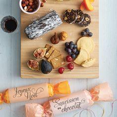 Saucisson de chocolat - À servir sur un plateau garni de fruits et de sablés.