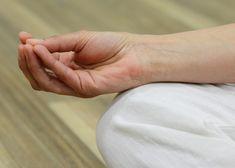"""Mudry. Jsou součástí jógy, ale kolik toho o nich opravdu víte? Zejména pokud s jógou začínáte, nemusí vám být hned jasné kdy a kterou mudru použít. Která kdy a jak působí na naše tělo i mysl. Mudra v Sanskritu znamená """"pečeť"""". Tato gesta používáme většinou během meditace nebo k řízení toku energie v těle. Různé … Free Meditation Music, Meditation Images, Power Of Meditation, Meditation Videos, Mindfulness Meditation, Guided Meditation, Home Remedy For Cough, Cough Remedies, Home Remedies"""