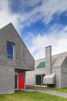 27 Cost-Controlled Houses / Eduardo Souto de Moura