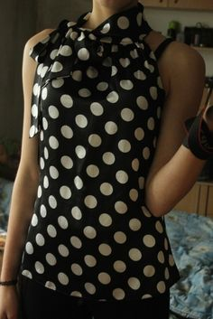 Czarna bluzka w białe kropki :)