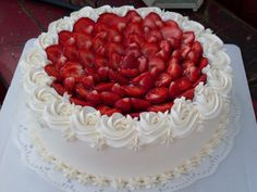 Buttercream Cake Designs, Cake Icing, Cupcake Cakes, Delicious Donuts, Delicious Desserts, Cheesecake Recipes, Dessert Recipes, Cake Decorated With Fruit, Cake Varieties