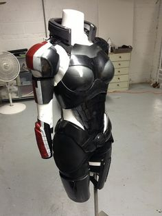 jddjs: new paint test by freya willia on Flickr. Mass effect armor.