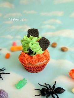 Fake Cupcake Halloween fake sandwich Cookie spider Trick or Treat Cupcake Display Decor