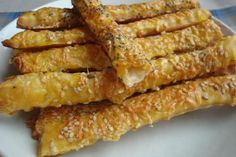 Retete Saratele Romanian Food, Delish, Sausage, French Toast, Bacon, Healthy Recipes, Healthy Food, Appetizers, Meat