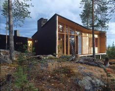 Hirsiset cabin Villa Valtanen is designed to Lapland´s fell landscape and was choosen the Log House of The Year 2012 in Finland. Villa Valtanen is designed by Oulu based architect (SAFA) Lauri Louekari Kb Homes, Prefab Homes, Cabin Homes, Lappland, Villas, Architecture Résidentielle, Timber Structure, Cabins In The Woods, Beautiful Homes