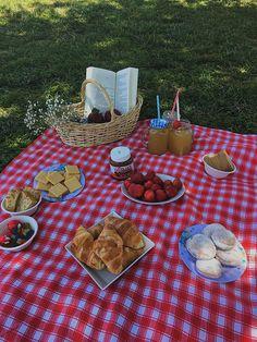 Picnic Date Food, Picnic Time, Picnic Foods, Picnic Ideas, Picnic Parties, Picnic Recipes, Beach Picnic, Summer Picnic, Comida Picnic
