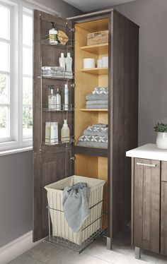 Smart storage goes a long way when it comes to keeping a small bathroom organize.- Smart storage goes a long way when it comes to keeping a small bathroom organized. Small Bathroom Organization, Bathroom Design Small, Bathroom Interior Design, Bathroom Storage, Modern Bathroom, Small Bathrooms, Master Bathrooms, Bathroom Cleaning, Organized Bathroom