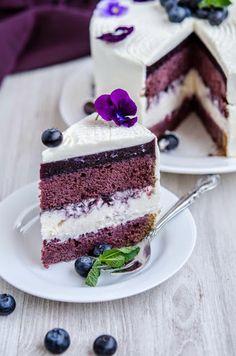 Tort cu violete si afine - Din secretele bucătăriei chinezești No Bake Desserts, Vegan Desserts, Dessert Recipes, Bolo Original, Delicious Deserts, Winter Desserts, Cake Flavors, Occasion Cakes, Cake Cookies