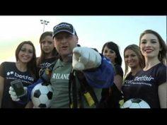 QR Code com bolas de futebol.  Betfair Football QR Code Skydiving Bet
