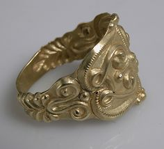 Side view celtic ring, 4th- 5th century. Gold. Dimensions: Overall: 7/8 x 13/16 x 11/16 in., 0.007lb. (2.3 x 2 x 1.8 cm, 3g)