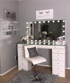 40 Kreative DIY-Make-up-Vanity-Design-Ideen die Inpire sind Creative Makeup Look. - 40 Kreative DIY-Make-up-Vanity-Design-Ideen die Inpire sind Creative Makeup Looks die DIYMakeupVanityDesignIdeen Inpire kreative sind Sala Glam, Makeup Room Decor, Vanity Room, Vanity Set, Small Vanity, Diy Vanity, Vanity Design, Cute Room Decor, Glam Room