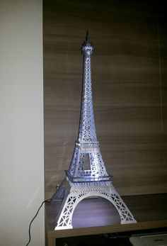 Torre Eiffel em Acrilico