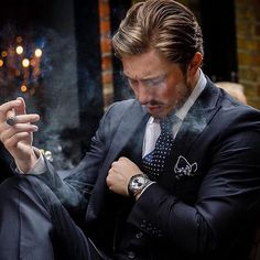 The refinement of the masculine style is determined not only by its external style, but also by its habits. The habits, sometimes, emphasize our status in society. Mode Masculine, Masculine Style, Cigar Men, Portrait Photography Men, Gentleman Style, Dapper Gentleman, Classic Man, British Style, Cigars