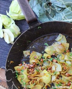 Low carb recipe for fried kohlrabi (false fried potatoes). Low in carbohydrates and easy to re-cook. Great for diet / slimming. Low carb recipe for fried kohlrabi (false fried potatoes). Low in carbohydrates and easy to re-cook. Great for diet / slimming. Menu Dieta Paleo, Potato Recipes, Soup Recipes, Kohlrabi Recipes, Salad Recipes, Chou Rave, Low Carb Recipes, Healthy Recipes, Clean Eating