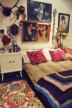 This is so ridiculously eclectic, but somehow works so well. The rug is my favourite. And I can never say no to leopard print.