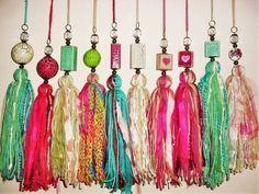Bildergebnis für adornos en lana o totora Tassel Jewelry, Diy Jewelry, Beaded Jewelry, Jewelry Making, Tassel Garland, Tassels, Resin Crafts, Diy Crafts, Liquorice Allsorts