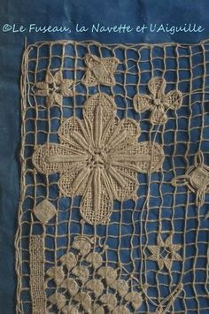 Cahier de dentelles 2) Hardanger Embroidery, Learn Embroidery, Embroidery Applique, Embroidery Stitches, Bobbin Lace Patterns, Applique Patterns, Filet Crochet, Irish Crochet, Lace Weave