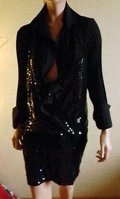 Vesti maglia nero ricamato in paillette nero, camicia plissé tg 46. €38,00 compreso spedizione.