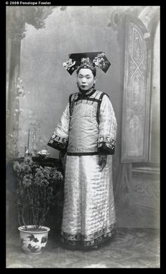 Manchu woman in fine traditional dress, c. 1905, from the Ruxton collection featured by Visualising China