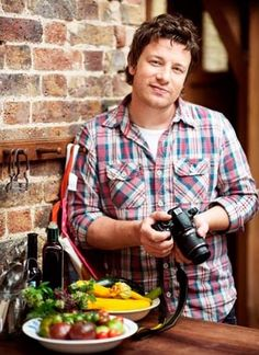 Jamie Oliver (born 27 May - chef, restaurateur, media personality. He has hosted food-centered TV shows, written cookbooks, and actively protestated for healthy cafeteria food at schools. Chef Recipes, Food Network Recipes, Chef Jamie Oliver, Jaimie Oliver, Cafeteria Food, Great British Chefs, Best Chef, Slow Food, Nigella