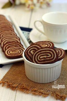 Lindos e crocantes esses biscoitos em esprial são perfeitos para acompanhar aquela bela xícara de café ou chá da tarde!
