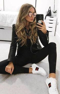 41 Outfits de Moda con Pantalón Negro 31 Looks de moda con Pantalón Negro - Global Outfit Experts Winter Trends, Fall Fashion Trends, Fashion Ideas, Mode Outfits, Casual Outfits, Fashion Outfits, Womens Fashion, Sporty Chic Outfits, Casual Jeans
