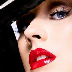 thecysight: Christina Aguilera von Alix Malka f�r Bionic Promotion