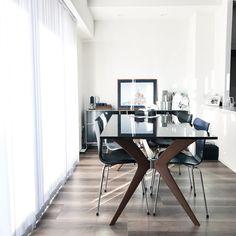 いいね!224件、コメント1件 ― potaさん(@at_home_pota)のInstagramアカウント: 「#マンションインテリア 旅行前の今朝の我が家。 : たくさんいただいたオススメ情報のおかげで、順調に、楽しく旅行してます。 コメントはゆっくりお返事させてください♩ : : :…」 Conference Room, Dining Table, Furniture, Instagram, Home Decor, Decoration Home, Room Decor, Dinner Table, Meeting Rooms