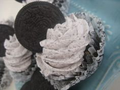 Cookies and Cream Cupcakes - Kitchen Meets Girl