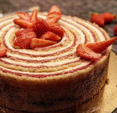Hi the pastry chefs! It& strawberry season so a small strawberry plant cannot . Pastry Recipes, Baking Recipes, Cake Recipes, Dessert Recipes, Italian Pastries, French Pastries, Pastry Cook, Strawberry Cakes, Strawberry Plant