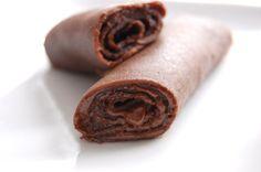 Ingrédients : 250 g de farine 25-30 g de sucre en poudre 1 pincée de café soluble 3-4 cuillères à soupe de cacao non sucré 3 oeufs 1/2 l de lait 1 pincée de sel 20-40 g de beurre fondu 1 pot d'Ovomaltine Crunchy Préparation : Verser la farine dans un...