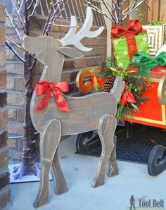 Woodworking Projects Make a cute DIY wood reindeer from a simple board, free printable pattern. - Make a festive Christmas DIY Wood Reindeer from a board. Use the free pattern to cut out the deer with a jigsaw, scroll saw or band saw. Christmas Wood Crafts, Christmas Projects, Holiday Crafts, Christmas Crafts, Reindeer Christmas, Christmas Yard Art, Outdoor Christmas Reindeer, Christmas Trees, Thanksgiving Wood Crafts