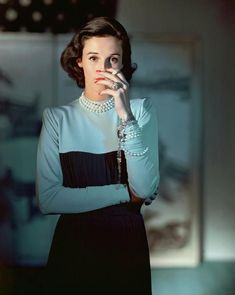 """Stanley Grafton Mortimer Jr (Babe Paley) wearing a Creation of Traina-Norell, photographed by Horst P. Horst from American Vogue in One of Truman Capote's """"swans,"""" Babe epitomized then, still classic understated style and panache. Daily Fashion, Fashion Mode, 1940s Fashion, Fashion Editor, Timeless Fashion, Vintage Fashion, Vogue Fashion, Fashion Shoot, Glamour"""