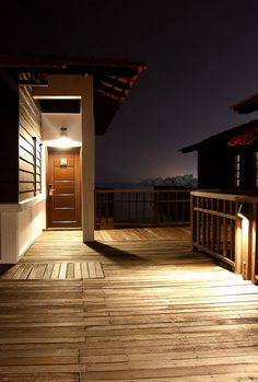 When it comes to giving an outdoor living space a better look, there's nothing like proper deck lighting. Let's help you pick the right lighting design for your deck.