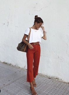 Classic summer outfit inspo, white tee, red pants, Louis Vuitton Bucket bag - New Ideas Looks Street Style, Looks Style, Mode Outfits, Fashion Outfits, Womens Fashion, Fashion Tips, Fashion Scarves, Fashion Articles, Fashion 2018