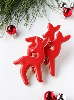 Simple 2016 Advent Deer Cookies | The Bearfoot Baker    #bearfootbaker #decoratedcookies #edibleart #cookieart  #royalicing #rolloutcookies #simplecookietutorial #Christmas #Christmascookies  #cookietutorial  #cookiesforsanta #reindeercookies #wintercookies
