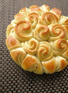 Happy (or holiday) bread. What a beautiful presentation of yeast rolls!