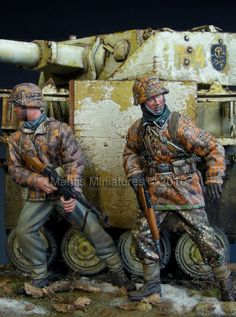 Ambush! SS grenadiers in 1/35 scale from Mantis Miniatures. Click on the picture for more details