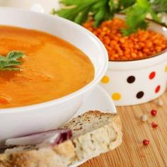 Rode Linzensoep recept | Smulweb.nl Veggie Recipes, Soup Recipes, Vegetarian Recipes, Healthy Recipes, Healthy Meals, Good Food, Yummy Food, Red Lentil Soup, English Food
