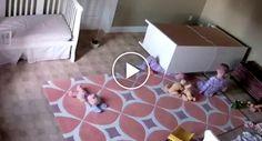 Incrível Momento Em Que Criança De 2 Anos Salva Irmão Gémeo Preso Debaixo De Armário