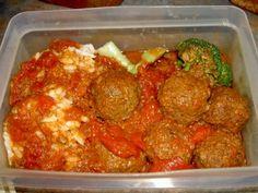 Meatballs in sauce Meatball Sauce, Crockpot Recipes, Slow Cooker, Favorite Recipes, Ethnic Recipes, Desserts, Pizza, Food, Marcel