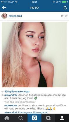 VAR SOM HELST ta en sån här selfie med liknande text på svenska