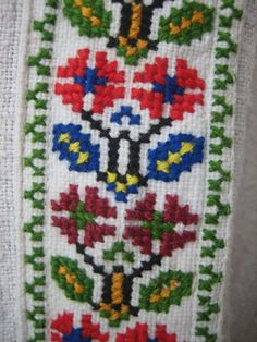 Bol uložený 1 z vašich pinov - tonka. Cross Stitch Borders, Cross Stitch Flowers, Cross Stitch Patterns, Cross Stitch Embroidery, Embroidery Patterns, Palestinian Embroidery, Needlepoint, Bulgarian, Cross Stitch Letters