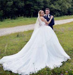 Rochie de mireasa stil printesa, cu trena Wedding Dresses, Fashion, Bride Dresses, Moda, Bridal Gowns, Fashion Styles, Wedding Dressses, Bridal Dresses