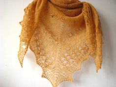 RESERVED Honey  hand knitted cashmere shawl por sweetflowers