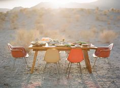 What better way to enjoy the desert air than dining al fresco in these vintage Eames Molded Plastic Chairs. Table D Hote, Table Setting Inspiration, Life Inspiration, Wedding Inspiration, Wedding Ideas, Thanksgiving Table Settings, Happy Thanksgiving, Vintage Thanksgiving, Outdoor Dining