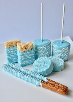 35 trendy baby shower cake pops for girls rice krispies Idee Baby Shower, Baby Shower Snacks, Baby Shower Desserts, Baby Shower Favors, Baby Boy Shower, Baby Shower Cakes For Boys, Baby Showers, Baby Shower Candy Table, Bridal Showers
